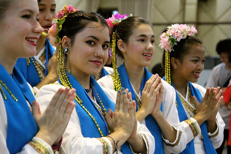 http://teachbeyond.org/site-content/uploads/sites/21/2015/09/girls_thai_dance1.jpg